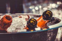 Sekt Schaumwein Champagner Kuehler Flaschen auf Eis