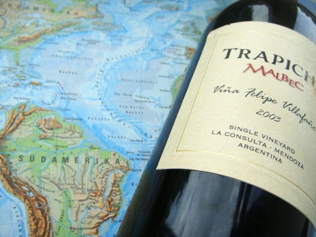 Collage Landkarte und Weinflasche aus Argentinien