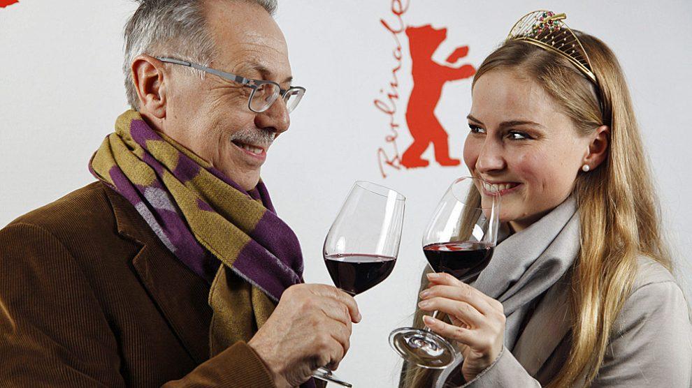 Weinprobe bei der Berlinale: Dieter Kosslick und die Deutsche Weinkoenigin Annika Strebel | Foto: Berlinale