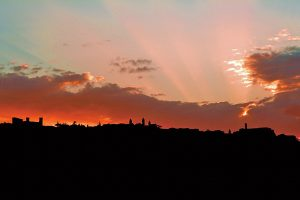 Montalcino im Sonnenuntergang