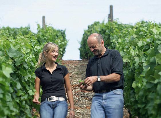 Sandra und Horst Sauer im Weinberg | Foto: Markus Bassler