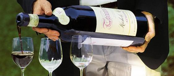 Wein richtig einschenken
