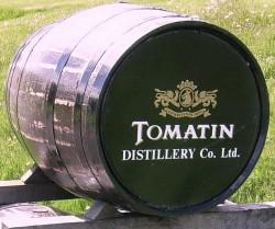 Fass mit dem Logo der Tomatin Distillery