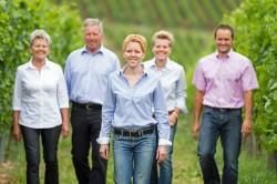 Familie Closheim - vorne in der Mitte Annette Closheim, links daneben Konrad Closheim.
