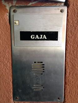 Klingel des Weinguts Gaja