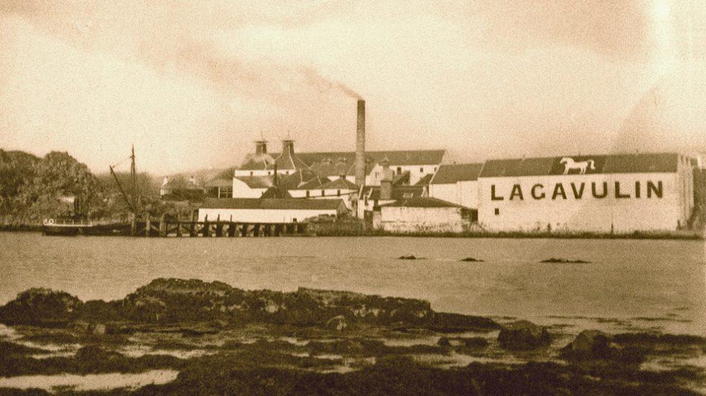 Historische Aufnahme der Lagavulin-Brennerei mit dem White Horse
