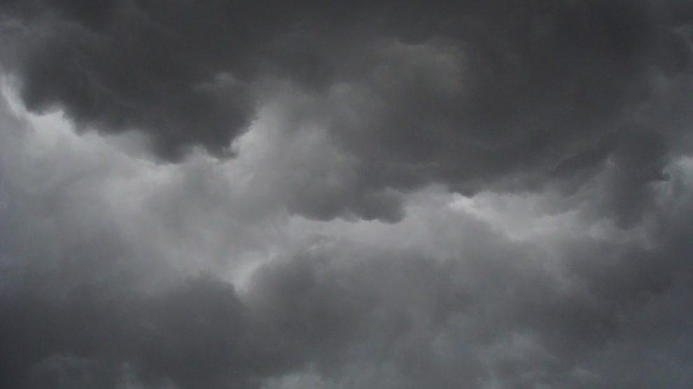 Regenwolken über Bordeaux