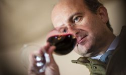 Lamberto Frescobaldi probiert den Wein