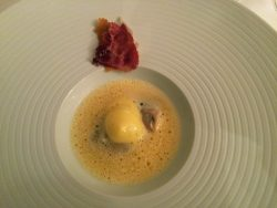 Belon-Auster mit Mandarine und Citrusfrucht-Schaum