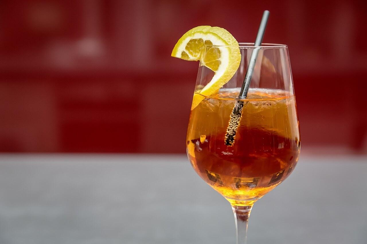 Cocktails mit Sekt Wein Aperol Spritz