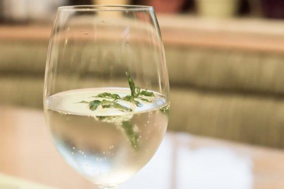 Cocktails mit Sekt Wein Hugo