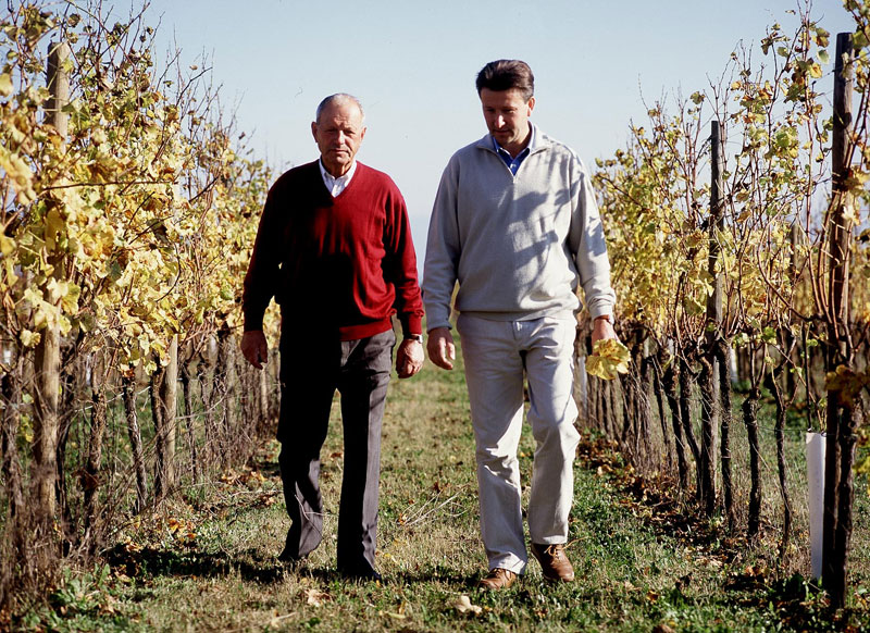 Gianfranco mit seinem Vater im Weinberg