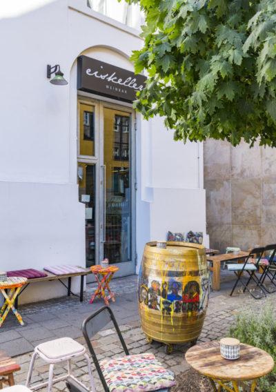 Der Eingang der Weinbar Eiskeller in Düsseldorf