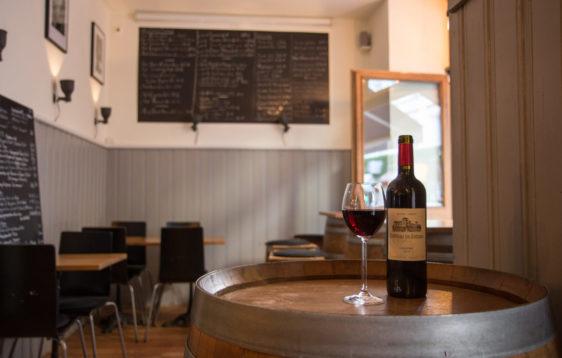 Die Weinbar Déjà bu? in München von innen