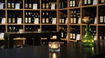 Regal im Weinhandel