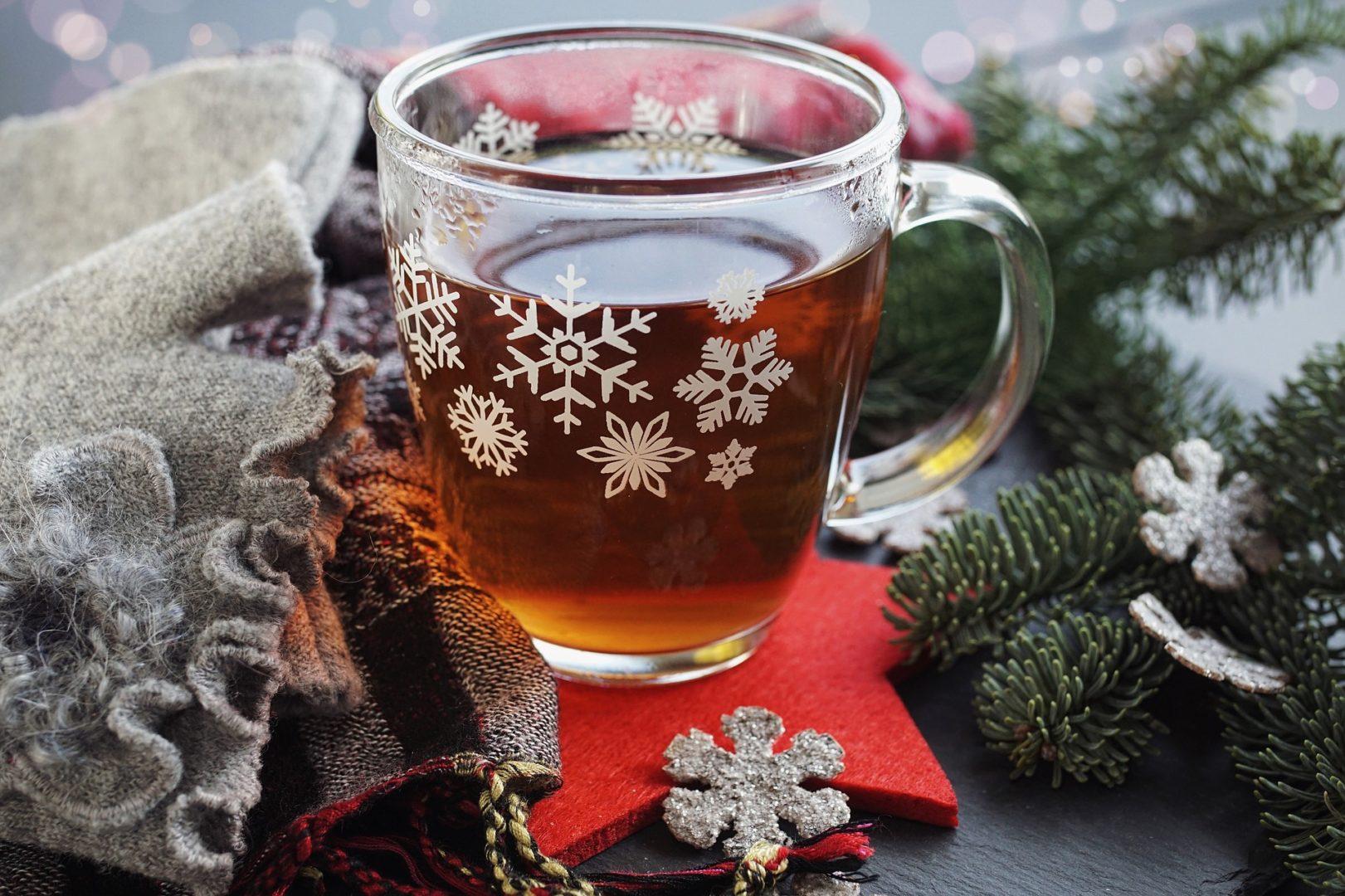 Alkoholfreier Jagertee in der Weihnachtszeit