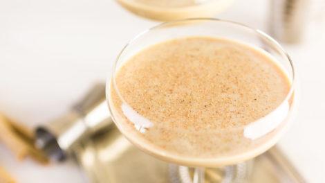 Eierpunsch im Cocktailglas