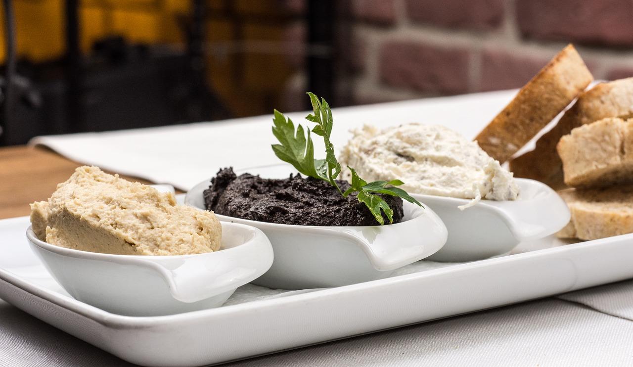 Humus Oliven-Tapenade Meerettich-Dip