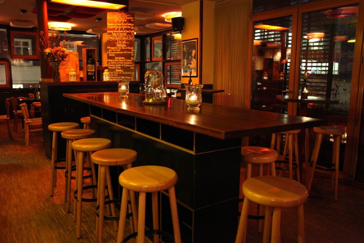 Weinbar Hamburg Suedhang Einrichtung (Custom)