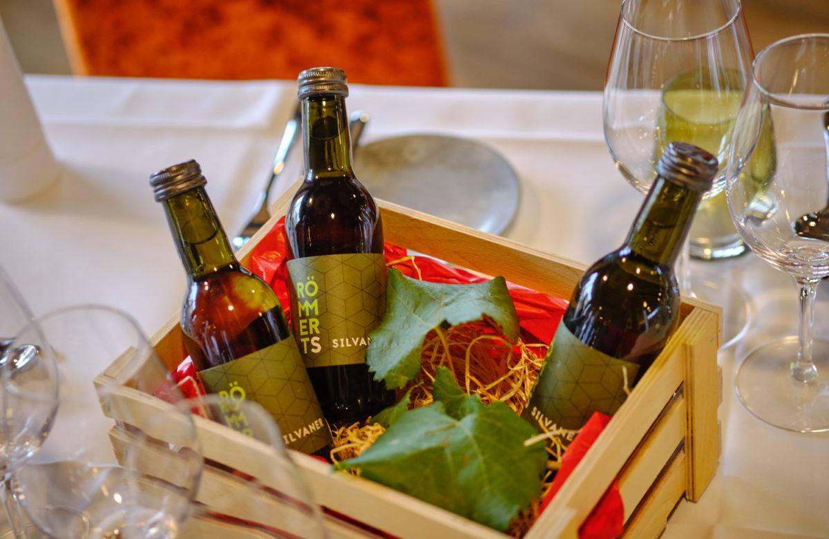 Weinpräsentkorb auf den Zimmern